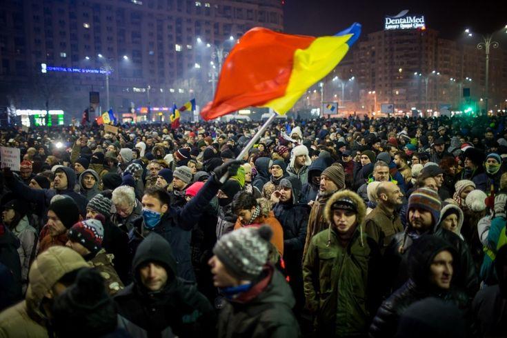 Tumultul provocat de modul în care a găsit de cuviință să debuteze noul Cabinet a generat o mobilizare civică în urma căreia se conturează certitudinea că România de astăzi nu mai este România anterioară nopții de 31 ianuarie. (Guliver Getty Images)