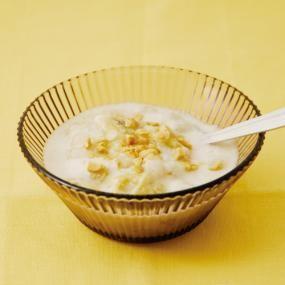 ベトナムのあたたかいデザート。 ココナッツとバナナのやさしい味わいがタピオカととても良く合います。