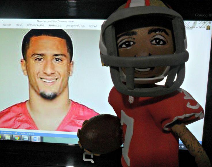 Escultura FOFUCHO de foamy en honor a Colin Kaepernick Jugador de fútbol americano de los 49ers