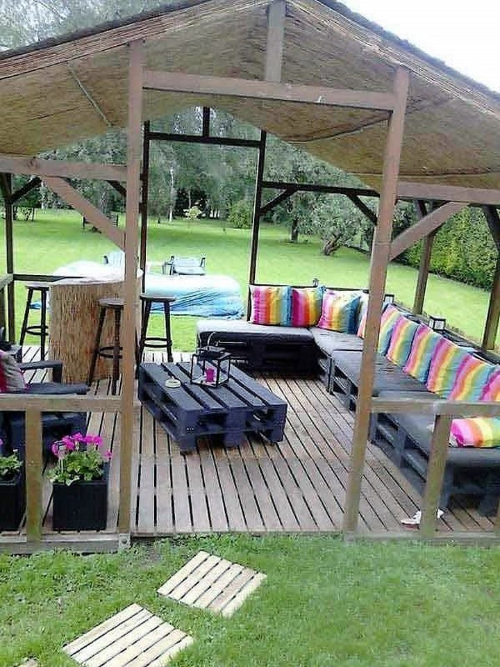This amazing DIY pallet wood garden sitting arrangement will surely give you an opportunity to enjoy party time with your friends and family together. The sitting arrangement, base or floor and the walk way all is made from pallet wood. The sofas are comfortable and provides ample sitting space. The center table can be used to enjoy morning/evening tea.