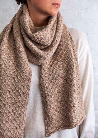Trellis Wrap + Scarf   A free quilted lattice stitch pattern