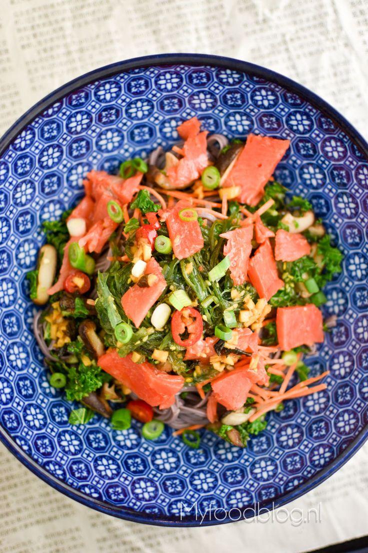 Soba noodles met groenten en zalm // recept // myfoodblog.nl
