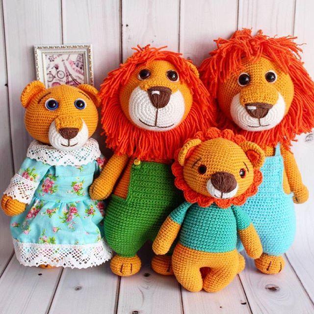 Последнее фото львиной семейки 💞💞💞 Котики нашли свой дом  Большие лёвики связаны по мк М. Устюшкиной Ниточки - полухлопок,  Наполнитель -гипоаллергенный 💜💜💜 #crochet #handmadetoy #toy #cute #вязаниеназаказ #кукларучнойработы #детскиеигрушки #интерьернаякукла #вязаниедетям  #вяжутнетолькобабушки #вяжуипродаю  #knitting #knittersoftheworld#amigurumi #амигуруми -  #knitting_inspiration  #игрушкиручнойработы #тюмень #сынок #доченька #дети #инстадети#подарок #чтоподарить#вязаниекрючком…