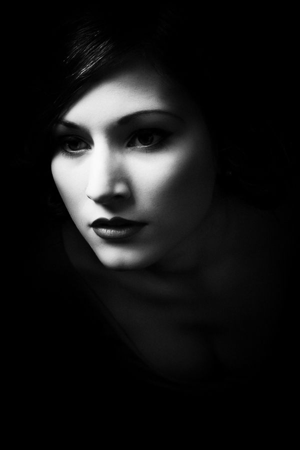 Beautiful use of light. Sorry to disagree  with you, no detail at all, lighting totally falls apart.Black Portraits, Black And White, Portraits Photography Lights, Black White, Photos Shoots, Dark Side, Beautiful Lights, Simple Black, Dark Oo