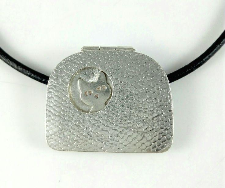 Dije plata 950 elaborado por Edith Díaz en Arte Metal Diseños escuela de joyería.
