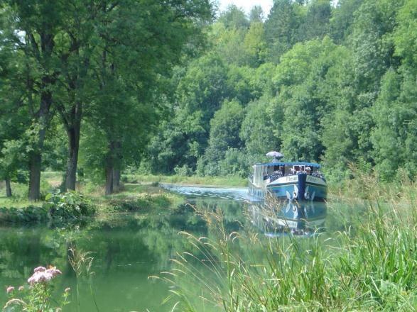 VBT's Heart of France Bike and Barge: Montargis - Paris Vacation