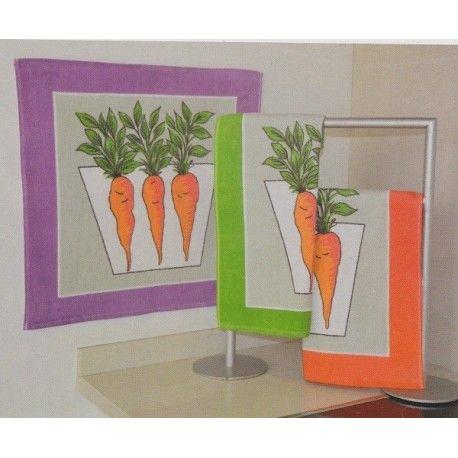Paño de cocina Zanahoria. Paños de cocina Zanahoria de Trovador. Diseño estampado con zanahorias. Tejido composición 100 % algodón. Colores: Morado, Verde y Naranja