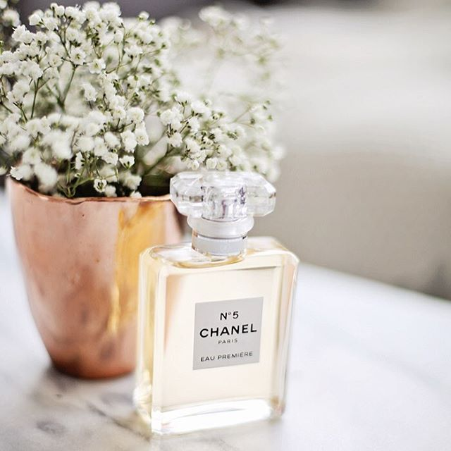 Sharing my favorite spring scents (just in time for #MothersDay gifting) on the blog today with @sephoracanada - Link in Bio. 🌸 Shop them here: @liketoknow.it www.liketk.it/2iOUo #liketkit #chanel #sephora #chanelno5 #perfume #fragrance #beauty