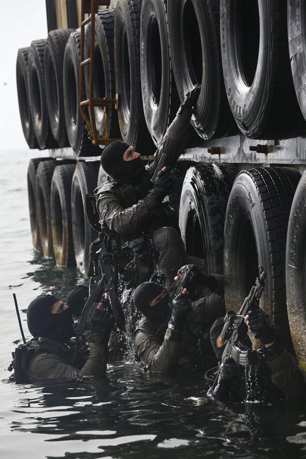 Elite Israeli Navy S-13 (Shayetet 13) training