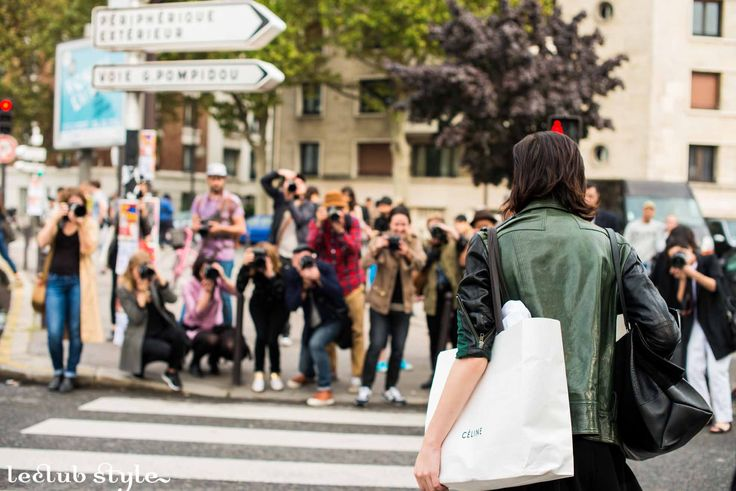 Womenswear Street Style by Ángel Robles. Fashion Photography from Paris Fashion Week. Street style photographers shooting a woman on the street, Paris.