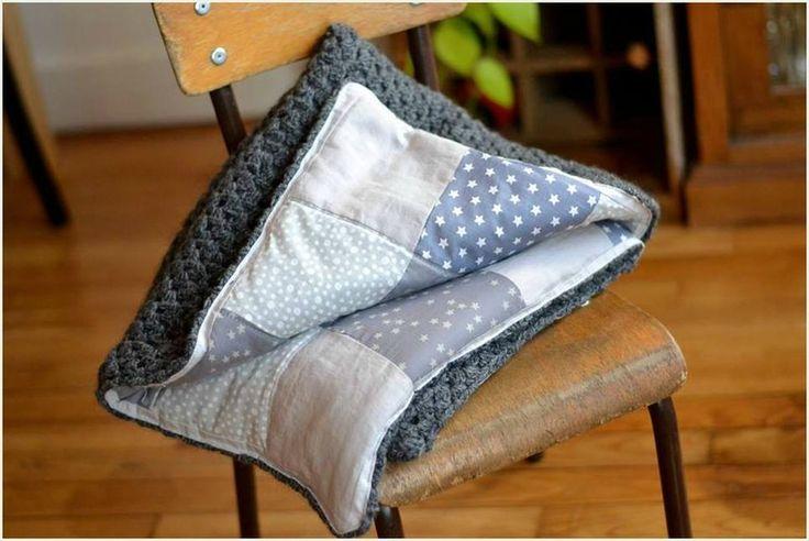 Couverture crochet / patchwork tissus dans les tons gris