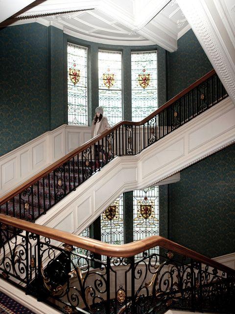 Le vertigineux escalier de lu0027hôtel de luxe Balmoral, à Edimbourg, s