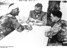 Fritz Witt (middle) in discussion with Max Wünsche (left) und Kurt Meyer at the invasion front in Normandy