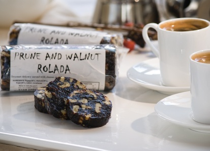 Rolada - prune & walnut