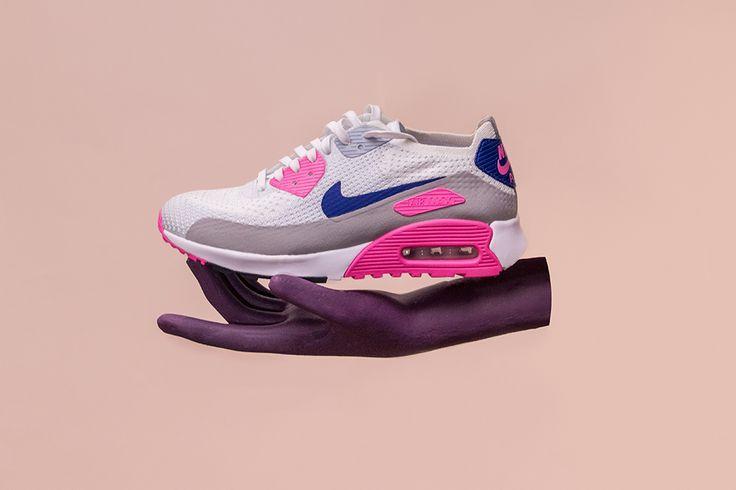 Estamos enamoradxs de estos tenis, perfectos para llevar con un vestido o un par de jeans   #sneakers #shoes #tenis #zapatos #blancos #white #outfit #pink #rosa #athleisure #wear #love #nike #sportswear #airmax