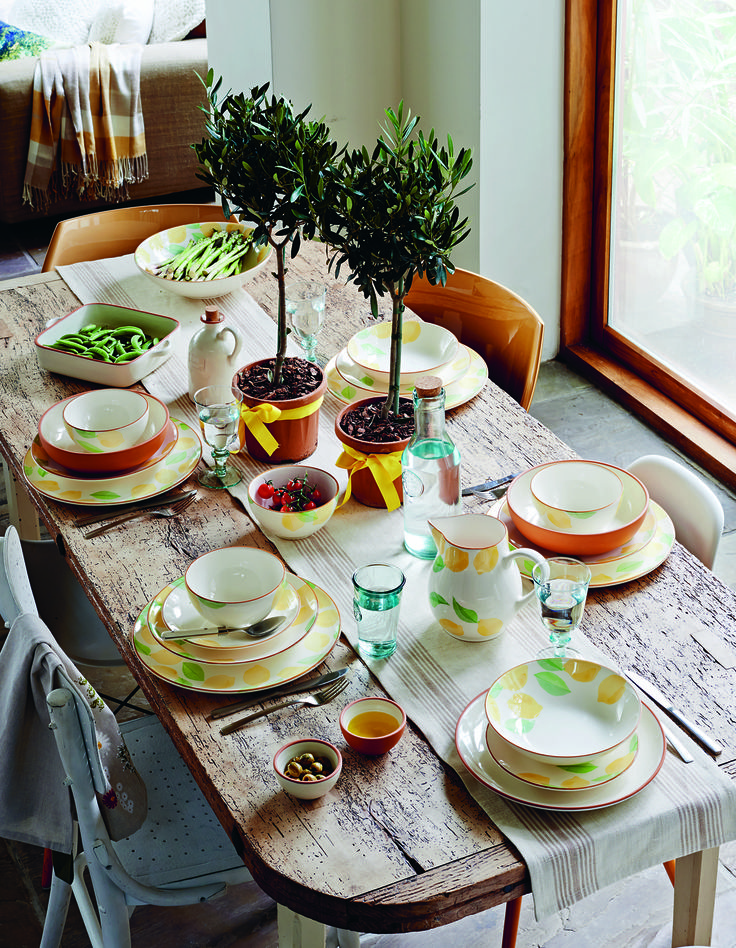 Bringing the outside in has never been easier than with our collection of authentic earthenware for the table.