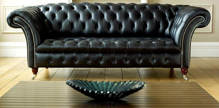 Oturma Odasında Siyah Deri Koltuk Nasıl Kullanılır