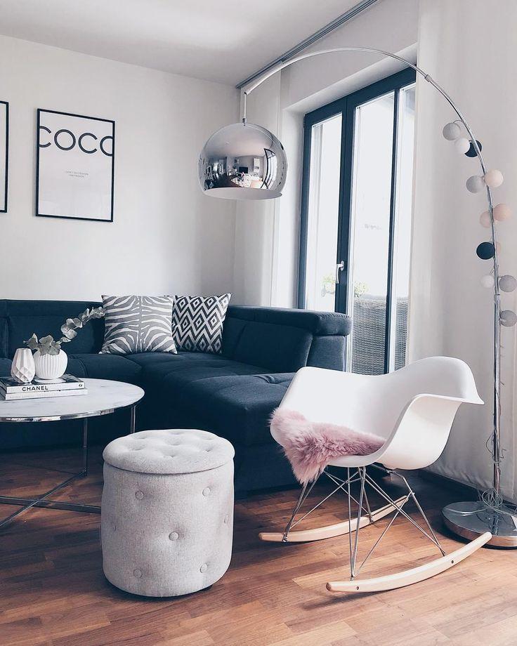 Verpasse Deinem Zuhause ein leuchtendes Upgrade! Die Lichterkette Pink Grey sieht nicht nur super atmosphärisch aus, sondern bringt auch Dich selbst zum Strahlen. Ein Wohnaccessoire mit dem gewissen Etwas! // Wohnzimmer Pouf Schaukelstuhl Fell Leuchte Lichterkette Couchtisch Bilder Modern Grau Silber #Wohnzimmer #Wohnzimmerideen #Pouf #Schaukelstuhl #Fell #Leuchte #Lichterkette #Couchtisch #Bilder @_sonjas_picturebook