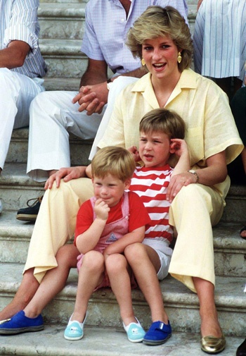 The brothers cuddle up to their mother Princess Diana on holidays in Spain in 1987.@Lauren Davison Davison Davison Davison