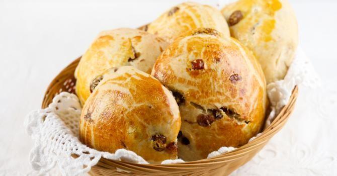 Recette de Petit pain au lait aux raisins secs à moins de 100 calories. Facile et rapide à réaliser, goûteuse et diététique.