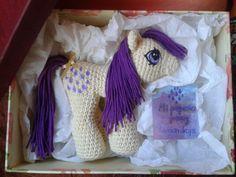 Por Ana Amaanita. Descarga el patrón completo y gratuito pinchando aquí:Mi pequeño pony años 80  Para la creación de este Pony he utilizado como base el patrón gratuito que nos ofrece la sig...