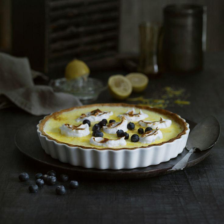 Tærtefadet fra Pillivuyt med den klassiske riflede kant er glaseret på en måde, så indholdet let slipper fadet og du får nogle flotte stykker på tallerkenen.