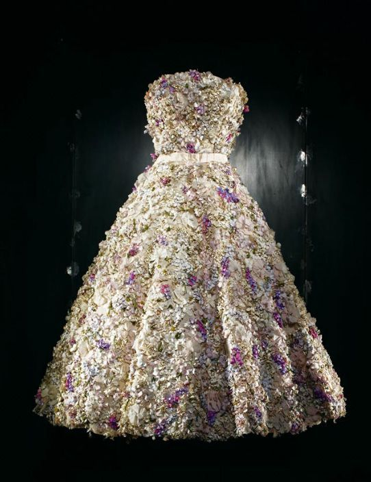 Dior, Miss Dior evening dress, Spring-Summer 1949 Haute Couture collection, Trompe-l'oeil line. Short dress embroidered with countless flowers.: