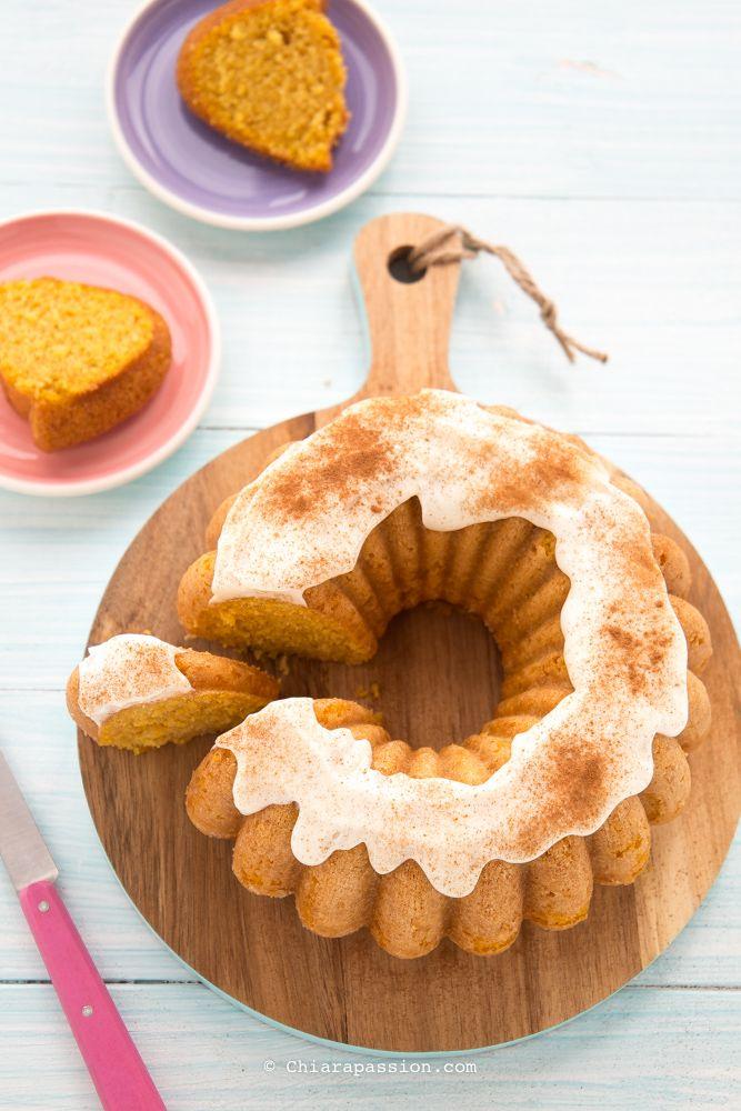 La torta alla zucca è un dolce autunnale umido, profumatissimo e super soffice, perfetta in ogni momento della giornata, per la colazione ma anche per merenda accompagnata magari da una bella tazza di tè fumante. Questa torta la faccio ormai da anni, è un miocavallo di battaglia che riscuote sempr