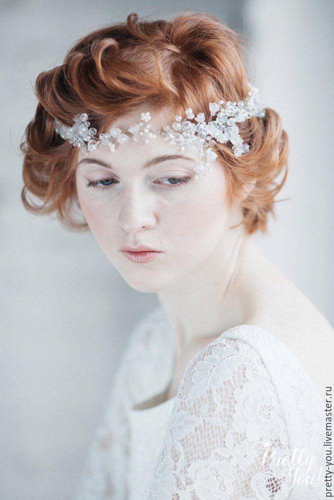 Купить или заказать Свадебный венок из жемчуга для волос. Венок на голову для невесты в интернет-магазине на Ярмарке Мастеров. Свадебный венок из коллекции 2016 года, вдохновленная работами Боттичелли. Венец из натурального речного жемчуга и горного хрусталя. Потрясающий блеск горного хрусталя и ненавязчивое мерцание жемчуга - роскошное украшение для настоящей Леди. Нежнейшие переплетения из стекла и хрусталя бесподобно мерцают на солнце. Украшение невероятно нежное и благодаря своей…