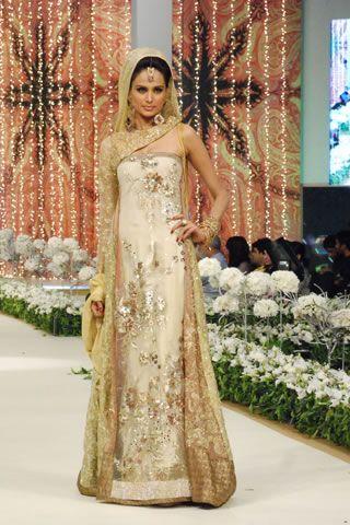 Indian Bridal Makeup Wear Hairstyles Dresses Jewellery Mehndi Jewelry Lehenga Wear Saree 2013: June 2013