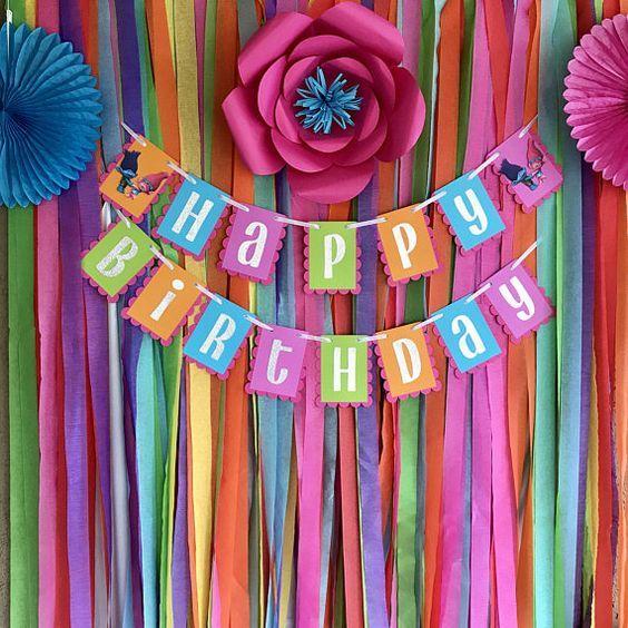 Trol de amapola y rama colorido arco iris feliz cumpleaños