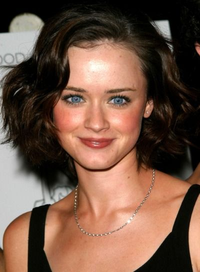 hair cuts for a fuller face short | Alexis Bledel's short waves would be perf for a casual party.