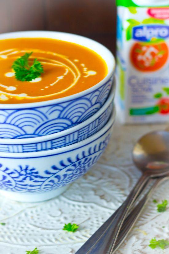 Recept snelle zoete aardappel wortel gember soep. Een simpele romige soep vol met groenten. Prima om op drukke doordeweekse dagen te maken.