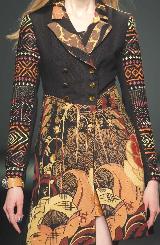 PATTERNS AND PRINTS INTO CATWALKS FROM BARCELONA FASHION WEEK     Desigual woman fall/winter 2013/14.