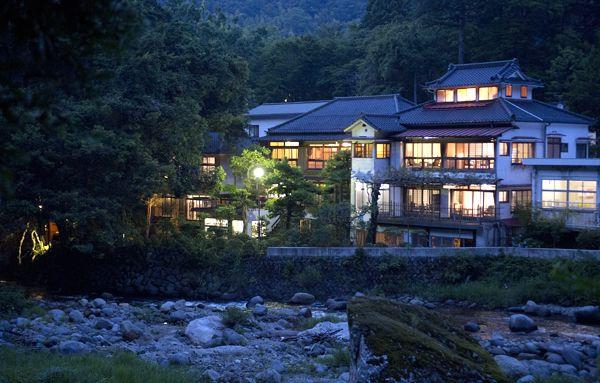 狩野川の畔、川端康成がこよなく愛し 「伊豆の踊子」を執筆した宿 伊豆、天城・湯ヶ島温泉「旅館湯本館」の魅力を・・