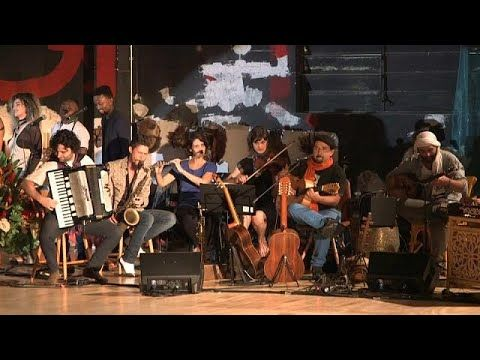The musicians in Brazil's Mundana Refugi Orchestra are refugees from ten different nations who come together on stage to deliver a message of peace and hope.  … READ MORE :  What are the top stories today? Click to watch:  euronews: the most watched news channel in Europe Subscribe!   ...