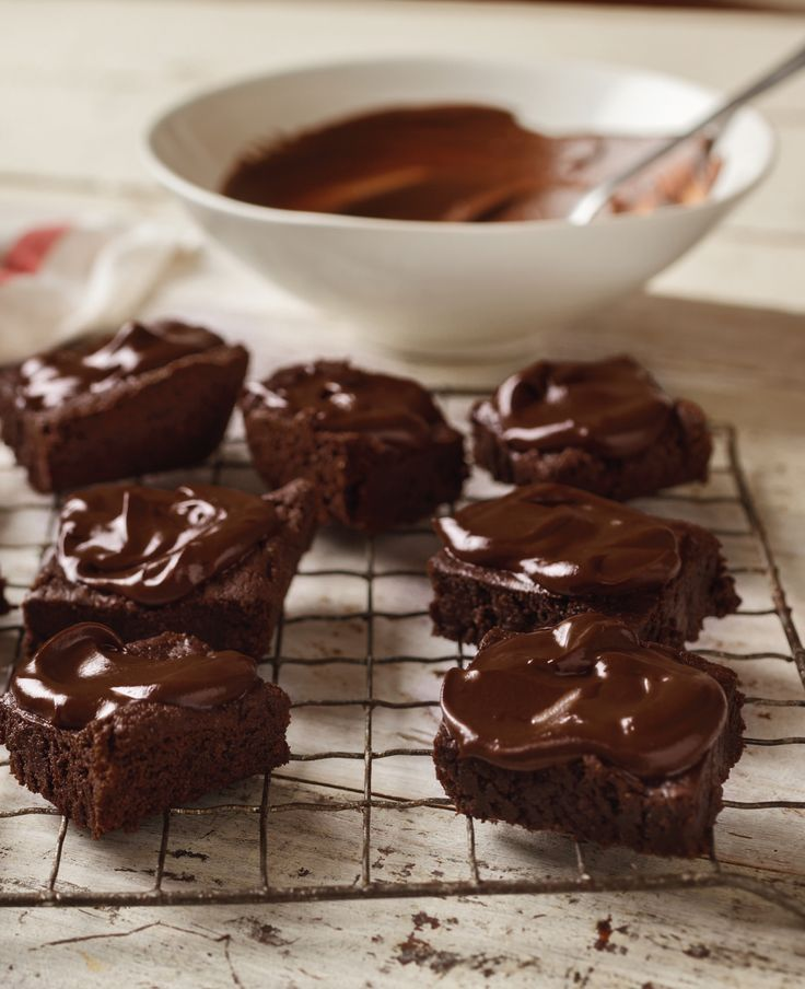 Kimberly Snyder - The Beauty Detox - Brownies with Raw Cacao Glaze