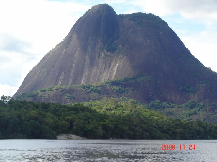 Cerro de Mavicure. Río Inírida. Guainía, Colombia. Amazonia colombiana.