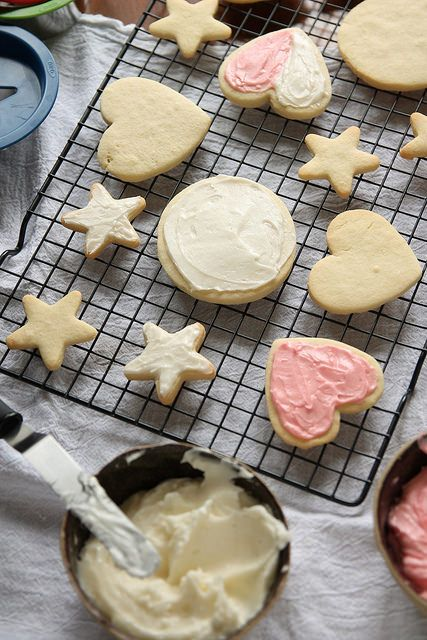No Chill Sugar Cookies: Perfect cut-out sugar cookies maintain their shape and don't require any chill time. Plus, use any flavor extract to flavor your cookies however you like! #Oxo #cookie #OXOGoodCookies