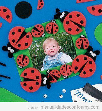 Marco de fotos infantil hecho con foamy o goma eva