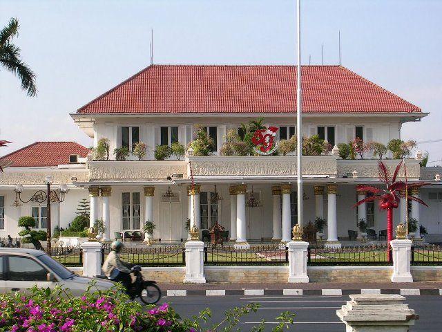 Recognizing the Grahadi Building of Surabaya - #CushTravelBlog