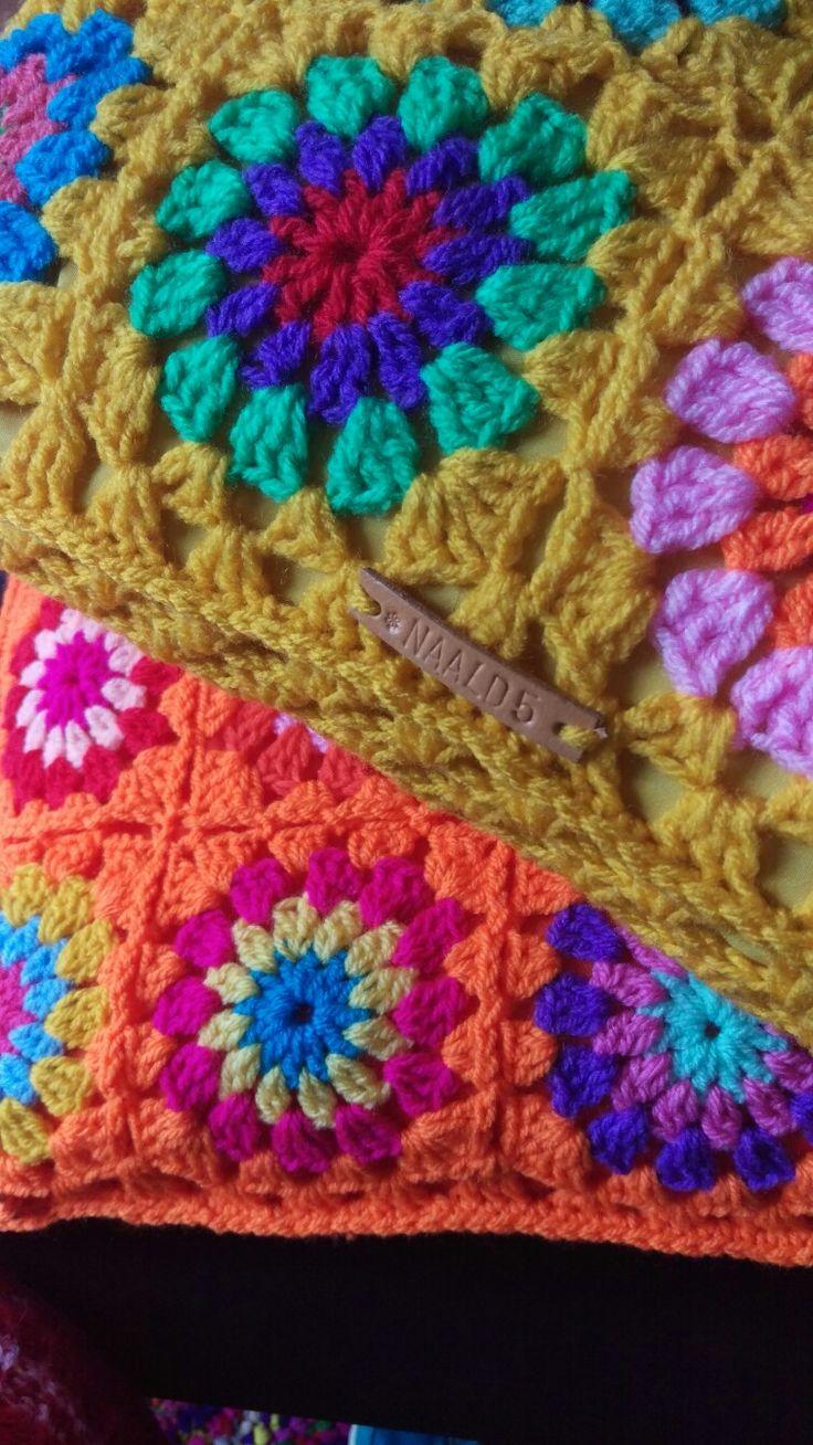 Gehaakte kussens geel en oranje, crochet cushion yellow and orange