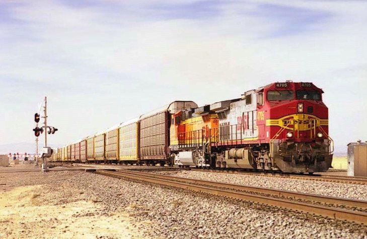 https://flic.kr/p/YzLsXK | BNSF C44-9W 4705 | Early 2000's BNSF Eastbound Vehicle Train passes through Becker, NM