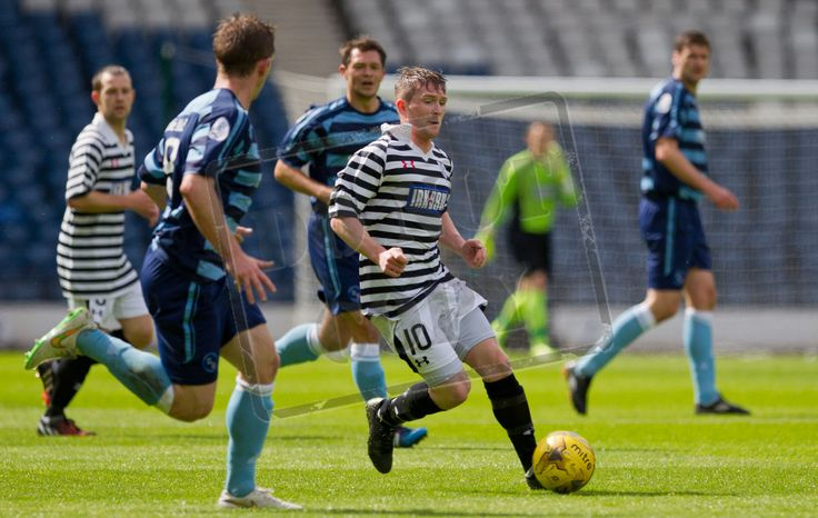 Joe Bradley closed in by Forfar defenders