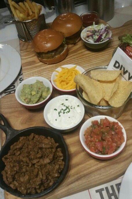 Mini Tacos, Mini Burgers #tacos #burgers #food #foodporn #mexicanfood #americanfood #miniburgers #minitacos #cheese  #meat