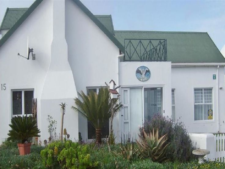 Beach House on Pelican - Beach House on Pelican is located in the lovely town of Langebaan along the Cape West Coast.The house has four bedrooms and two shared bathrooms. There is a fully equipped kitchen, a lounge with a television ... #weekendgetaways #langebaan #southafrica