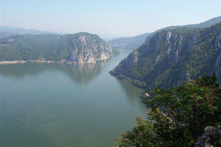 Cazanele Dunarii te farmeca pe loc. Combinatia dintre Dunare si munte e incredibila si ti se intipareste pe retina.