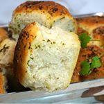 Bakade ett helt magiskt gott brytbröd med olivolja och massa vitlök detta recept och mycket mer hittar du på www.victoriasprovkök.se receptet hittar du på startsidan NU länk i profilen  @victorias_provkok Följ mig mer än gärna för massa god och enkel inspiration, ju fler desto roligare #bröd #baka #bakblogg #inspiration #bakeblog #sweden #sverige #örebro #influencer #bread #justdoit