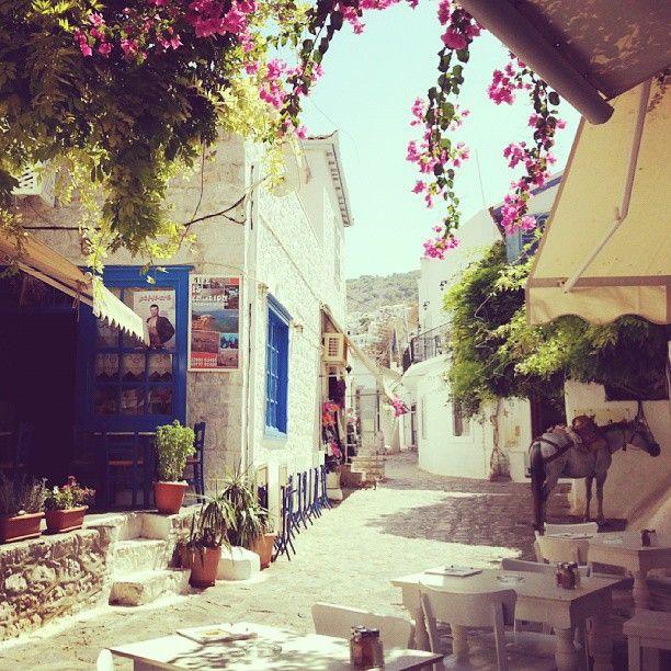Beautiful roads small around the island! #Hydra Photo credits:@kjkatri