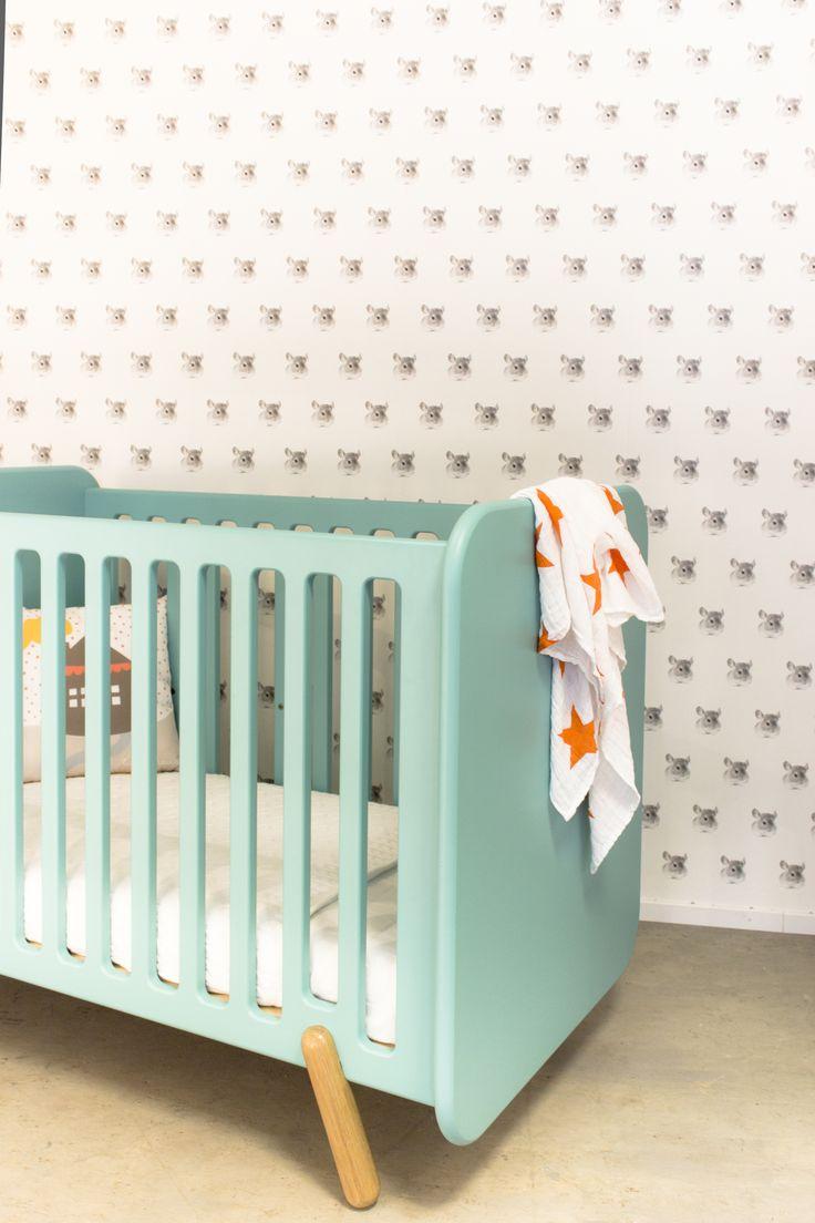 commode vrolijk in ral 6027 babyledikant met eikehouten pootjes vrolijk ukkepuk meubels. Black Bedroom Furniture Sets. Home Design Ideas